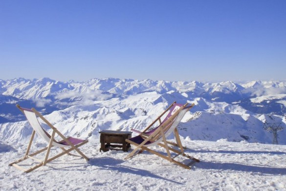 Setting up deck chairs for a lunch with a view in La Plagne
