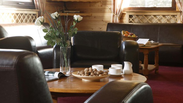 Chalet Les Eterlous lounge close up, Alpe D'Huez