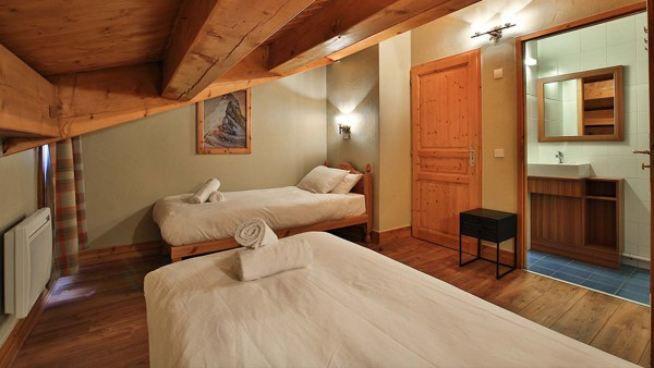 Bedroom Twin - Chalet Lever de Soleil - Ski Chalet in La Plagne, France