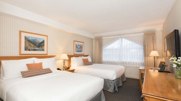 Listel Hotel Whistler, Deluxe Room - Two Queen Beds 11