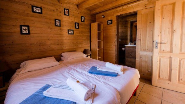 Bedroom - Chalet Louisa - Ski Chalet in Alpe d'Huez, France