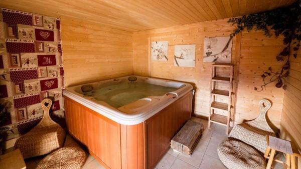 Hot Tub - Chalet Louisa - Ski Chalet in Alpe d'Huez, France