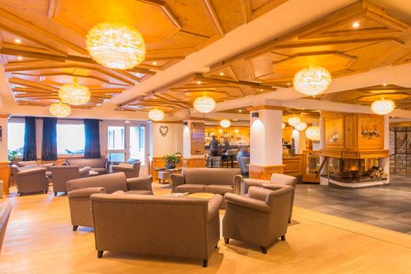 Hotel-Le-Petit-Dru-lounge-bar-area