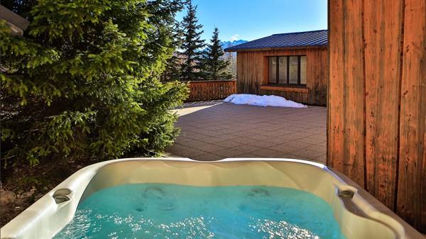 Hot tub in chalet Martine, Alpe d'Huez, France