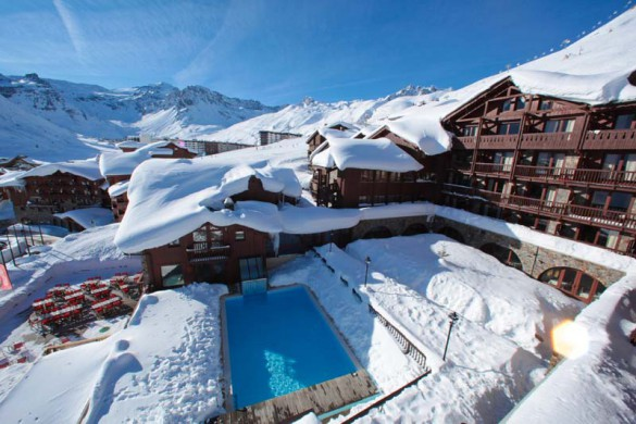 Outside swimming pool in the Village Montana - Self-catered ski apartment in Tignes, France