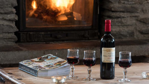 Fire and wine in chalet Premiere Neige