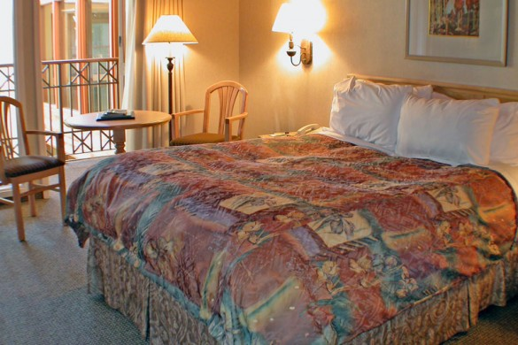 Ptarmigan Inn, bed, Banff & Lake Louise