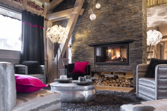 Reception fire in Village Montana - Self-catered ski apartment - Val Thorens, France