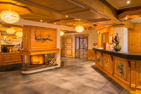 Hotel-Le-Petit-Dru-Morzine-reception