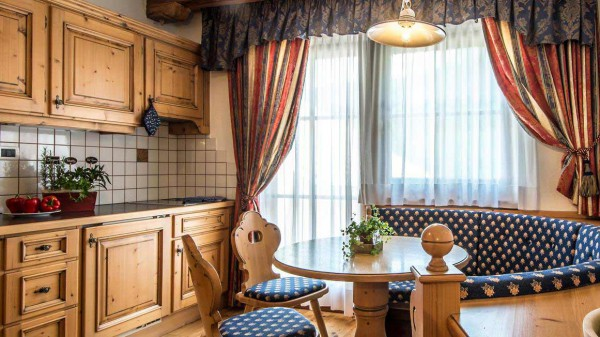 Residence Vila - Corvara and Colfosco - Apartment Southside - Dining and Kitchen