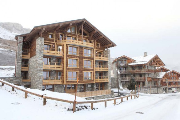 Snowy exterior of Chalet Alfredo - Ski Chalet in Tignes, France