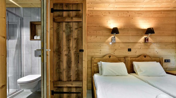 Twin Bedroom - Chalet Sylvie - Ski Chalet in Val d'Isere, France