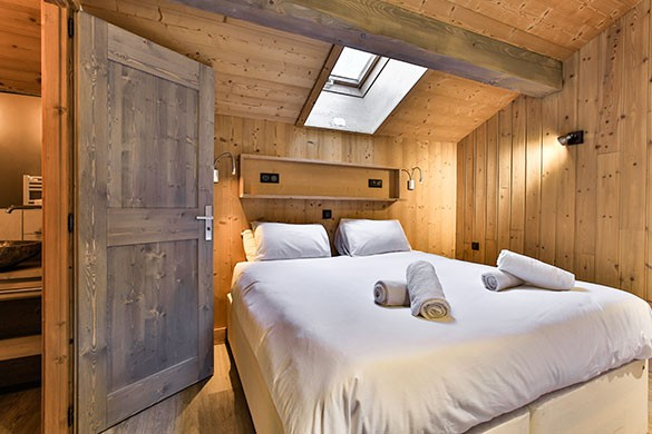 Bedroom - Chalet Sylvie - Ski Chalet in Val d'Isere, France