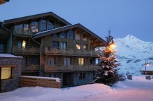 Chalet Annapurna II ext night, Tignes