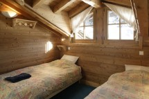 Twin bedroom in Chalet Lapin de Neige - Ski Chalet in Courchevel, France
