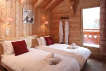 Twin Bedroom in Chalet Klosters - Ski Chalet in La Plagne, France