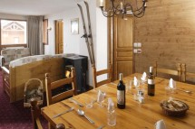 Chalet Verseau dining table