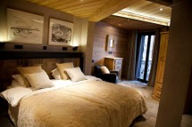 King sized double bed, Chalet Jacques, Courchevel, France