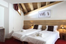 Twin Bedroom In Chalet Annina - Ski Chalet In Tignes, France